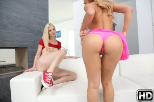 momslickteens-photo1